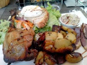 une assiette au Cantou, à Saint-cirq Lapopie